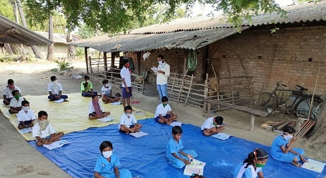 0SCHA-Indian Children Studying in Open Air Against Covid-2