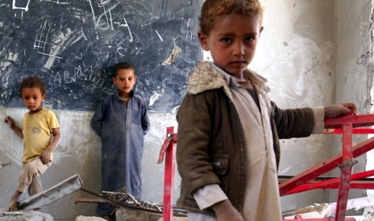 Afghan children in bombed-out classroom